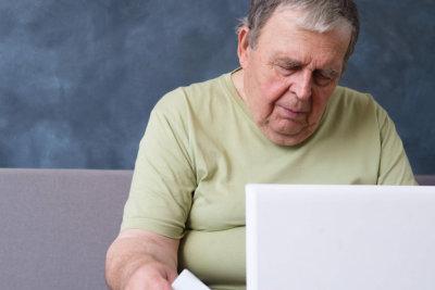 senior looking at the computer